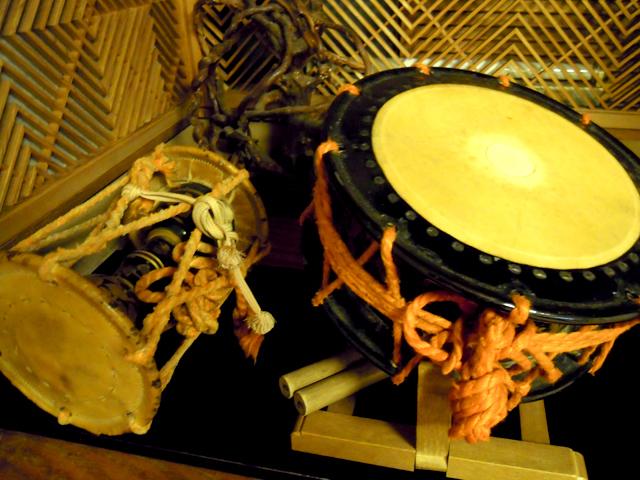 清風楼 当時芸者が使っていた鼓と太鼓